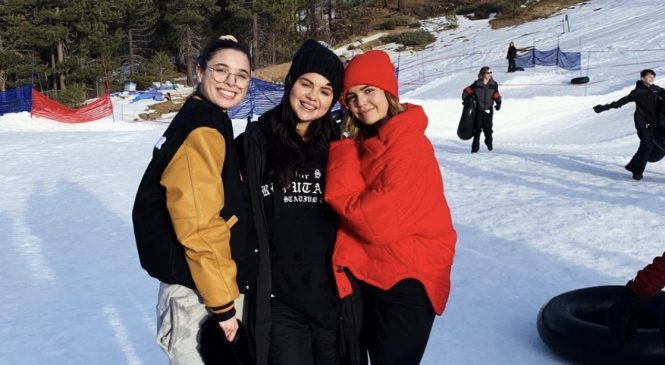 Selena Gomez Vacations in First Public Pictures Since Leaving Rehab